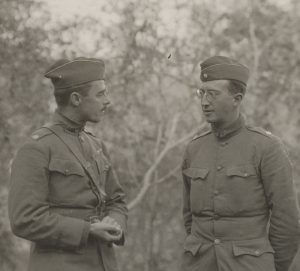 "Major Whittlesey (right) talking to Major Kenny, 307. Infantry, after the battle. Kennys 3rd battalion took part in the relief attempts for the ""Lost Battalion."""
